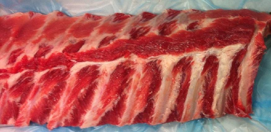 Vleesleverancier en vleesimporteur Willem van de Velde levert brede varkensloinribs 10 -14 cm in binnen- en buitenland.